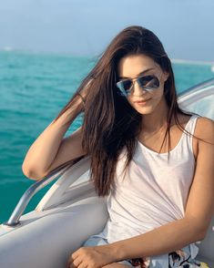 Bollywood Stylefile by Simi ( Bollywood Girls, Bollywood Actress Hot, Beautiful Bollywood Actress, Most Beautiful Indian Actress, Indian Bollywood, Bollywood Stars, Bollywood Fashion, Beautiful Actresses, Bollywood Heroine