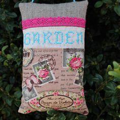 Grand sac de 100 % lavande garden brodé main en turquoise et dentelle fuchsia