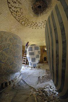 "Jun Kaneko titles his monolithic, hollow-cast sculpture, ""Dangos"". Japanese Ceramics, Japanese Pottery, Art Public, 3d Fantasy, Nebraska, Ceramic Artists, Art Studios, Artist At Work, Unique Art"