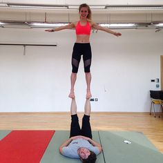 Happy Saturday evening everyone! With just over a week until my first exam, I decided to spend 1.5h of my precious revision time practising my #Acroyoga - a mix of acrobatics and yoga. Way more productive than revision could ever be  thank you @acrowithja