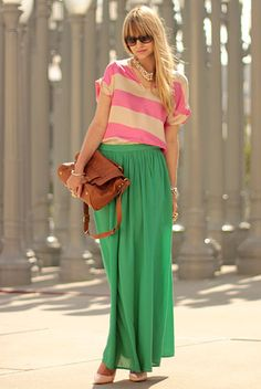 love love love this green pleated maxi skirt + pink/tan slouchy tee.