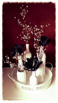 Dienblad van de action ... wat glaswerk bewerkt met gesso en varnish (action) takjes van de action... zwarte bloemen had ik nog.. staat nu mooi naast de tv op onze slaapkamer