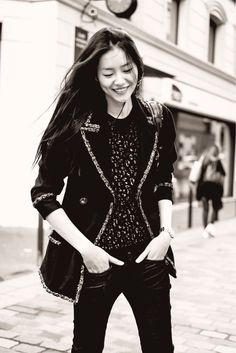 Stunning! I love the mixture of textures & fabrics and the layering is perfect for this Winter-to-Spring transition period we're gonig through.
