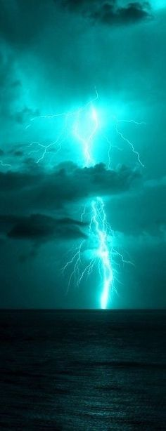 Love the aqua color sky & lightning. All Nature, Science And Nature, Amazing Nature, Beautiful Sky, Beautiful World, Images Cools, Pretty Pictures, Cool Photos, Thunder And Lightning
