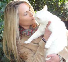 I LOVE cats. They bring my heart rate down. I grew up raising many felines. Here I'm kissing Mariel Hemingway's kitty, Mao.