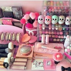 Trendy Makeup Room Goals Make Up Ideas Skin Makeup, Makeup Brushes, Beauty Makeup, Make Up Collection, My Makeup Collection, Rangement Makeup, Make Up Storage, Unicorn Makeup, Makeup Rooms
