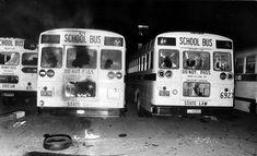 Premio Pulitzer de fotografía de 1976  Premio para el Staff del Louisville Courier-Journal y Times por el reportaje fotográfico sobre el transporte en bus de los colegios de Louisville.