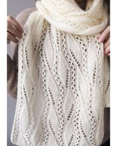 «Discover thousands of images about Sencillo Motivo a Crochet con Flor ⋆ Manualidades Y DIYManualidades Y DIY Free Crochet Doily Patterns, Easy Knitting Patterns, Shawl Patterns, Lace Knitting, Knitting Designs, Knitting Stitches, Crochet Hooded Scarf, Knit Cardigan Pattern, Knit Crochet