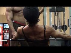 Latia gym wide grip rows