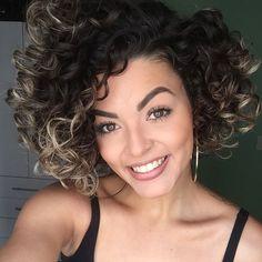 Esse cabelo tá exalando cheiro de Tutano da @bioextratus hahahaha e esse volume que o passo 3 da minha BossaNova da @cadiveu me dá? Sensacional