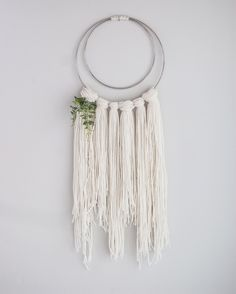 Garn Wandbehang / Makramee Hand Made , ]Source by walluur Yarn Wall Art, Yarn Wall Hanging, Wall Hangings, Modern Macrame, Yarn Inspiration, Macrame Design, Macrame Projects, Diy Projects, Macrame Patterns