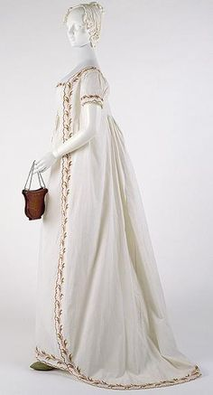 Round gown, 1798, Reticule. Metropolitan Museum (Isn't this lovely? LC)