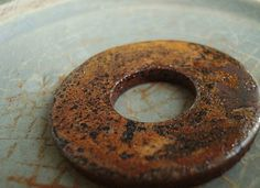-how to rust with vinegar.Altered Alc-hemy: an experiment - rusting iron (tutorial) Wire Tutorials, Craft Tutorials, Craft Ideas, Diy Arts And Crafts, Metal Crafts, How To Make Metal, Rusted Metal, Corrugated Metal, Metal Art