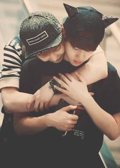 """EXO 2 """"Guys, just imagine me being hugged by Xiumin"""""""
