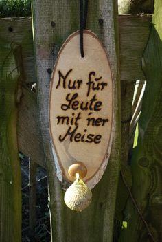 *Nur für Leute mit `ner Meise* Hier habe ich eine urige _Vogelfutterstation_ gefertigt. Ein nettes Geschenk für Menschen mit Humor:-) Die Schrift ist mit einem Profi-Brennpeter sehr...