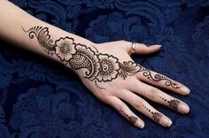 In this post we are discuss about the Mehndi designs for girls. In Pakistan Mehndi is use in every function. Bride without mehndi looks incomplete. Henna Hand Designs, Eid Mehndi Designs, Indian Henna Designs, Stylish Mehndi Designs, Mehndi Design Images, Mehndi Patterns, Latest Mehndi Designs, Henna Tattoo Designs, Tattoo Ideas