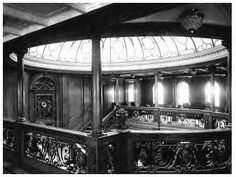 A view of the Grand Staircase with the crystal dome and the clock. Photograph taken at the boat deck level of the Olympic, Titanic 's sistership. Rms Titanic, Titanic Photos, Titanic History, Titanic Model, Ancient History, Grande Cage D'escalier, South Korea Photography, Grand Staircase, Rare Photos