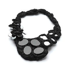 Iris Bodemer. Neckpiece: Untitled, 2008. Onyx, hematite, mirror, linen. 35 x 25 x 3 cm. From the work Ingredients.