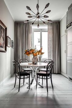 Elegant draperies in dining area. Dining Room Design, Patio Design, Zen Home Decor, Dining Room Curtains, Teak Dining Table, Dining Area, Welcome To My House, Scandinavian Home, Kitchen Interior