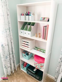 Easy Tips To Organize Planner Supplies Have too many planner supplies and you have no idea what to do with them? Copy my quick and easy way to organize planner supplies! Study Room Decor, Bedroom Decor, Dressing Room Design, Planner Supplies, Stylish Bedroom, Planner Organization, Organizing, Bathroom Organization, Diy Décoration