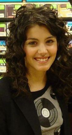 Katie Melua at signing - ქეთი მელუა - ვიკიპედია Katie Melua, My Beauty, Female Models, Love Her, In This Moment, Actresses, Beautiful, Crossover, Madness