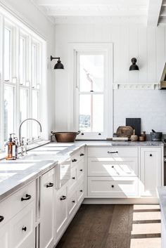 How To Create A Modern Farmhouse Kitchen - COTTONWOOD & CO - White kitchen. Modern kitchen with a mix of rural Shaker cabinets and industrial lamps. Modern Farmhouse Kitchens, Farmhouse Kitchen Decor, Home Decor Kitchen, Kitchen Interior, New Kitchen, Home Kitchens, Kitchen Ideas, Kitchen Modern, Awesome Kitchen