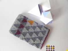 learn how to make this geometric tapestry crochet ipad cover!