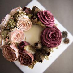 """""""작약 빅토리아로즈 튤립_당근시트. . . . #flowercake #buttercreamcake #cake #cakes #bithdaycake…"""