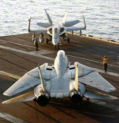Military and Aviation Fighter Pilot, Fighter Aircraft, Fighter Jets, Us Navy Aircraft, Navy Aircraft Carrier, Military Jets, Military Aircraft, Tomcat F14, Photo Avion