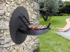 Focus Wall-Mounted Barbecue - The perfect backyard space-saver is Focus' wall-mounted barbecue. The barbecue just folds out from a domed area of your outside wall, and voila! Design Barbecue, Grill Design, Barbecue Original, Bbq Grill, Grilling, Moderne Pools, Outdoor Living, Outdoor Decor, Outdoor Walls