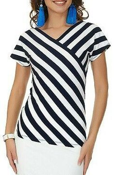 I love the stripe placement, as opposed to stripes in one direction in the yoke and the other direction for the rest. veil Source by. Stripe Skirt, Striped Dress, Striped Tops, Blouse Styles, Blouse Designs, Sewing Blouses, Mode Plus, Blouse And Skirt, Blouse Vintage