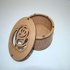 CAIXA REDONDA COM FLOR NA TAMPA A006 EM MADEIRA MDF CRU 3MM - Objetos em madeira mdf para artesanato, decoração, hobby, patchwork, artigos para festas e casamentos. Loja virtual direto da fábrica.