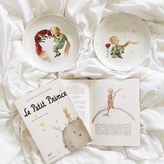 Livro O Pequeno Príncipe de Antoine de Saint-Exupéry (foto de @melinwonderland)