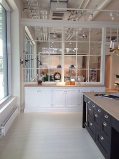 Dividing glasswall (kitchen / dining area)