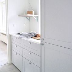 Explore our image gallery of beautiful and distinct kitchens and wardrobes. Unique combinations and tailor-made solutions for your kitchen and your home. Cabinet Drawers, Cupboard, Condo Design, Pax Wardrobe, Ikea Furniture, Home Decor Kitchen, Wardrobes, Interior, House