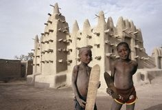 MALI. Severi. The mosque and two boys on their way to the medersa, the Koranic school. photo by Abbas