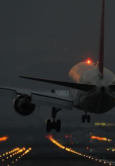 JAL 767 prior to touchdown
