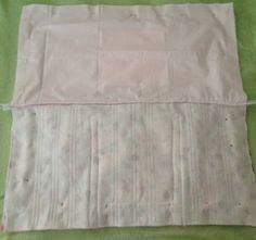 Essa bolsa pode ser usada no dia a dia, mas a princípio foi feita para usar para carregar a toalha e acessórios para praia, como o protetor, óculos entre outros. Acompanhe o passo à passo logo aba…