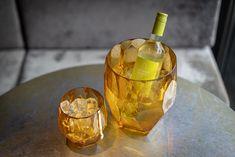 Rocket Rooms Blanc! 🤗  Mit einem gutem Glas Wein kommt die Weisheit. Und schmecken tut's auch noch!😉 #livetherocketlifestyle Barware, Wisdom, Wine, Corning Glass, Tumbler