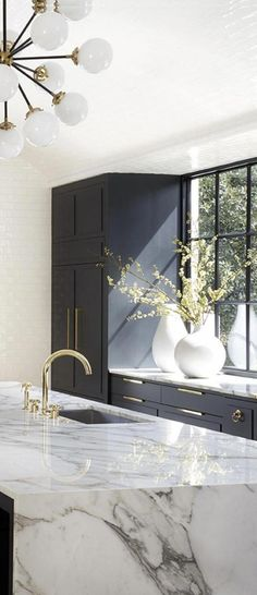 The 50 BEST BLACK KITCHENS - kitchen trends you need to see. It is no secret, in the design world, that dark kitchens are all the rage right now! Black kitchens have been popping up left and right and we are all for it, well I am anyways! Home Design, Küchen Design, Design Ideas, Design Inspiration, Modern Kitchen Design, Modern House Design, Home Luxury, Luxury Homes, Grey Kitchens