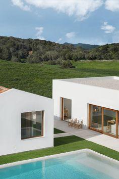 Minimal white buildings form Menorca house by architect Marina Senabre Menorca, Small Indoor Pool, Piscina Interior, Small Modern Home, White Building, Local Architects, Concrete Design, White Houses, Contemporary Architecture