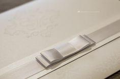 Convite de casamento: detalhe do laço Chanel.