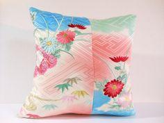 Etsy のJapanese Kimono Pillow | 291 | decorative pillow | 18x18 |,accent pillows,throw pillows,sofa pillows,couch pillows,throw,designer pillows(ショップ名:KyotoZakka)