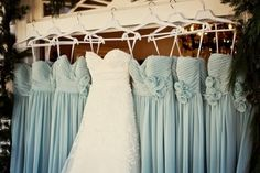 I will have this picture on my wedding day. I like the color of the bridesmaid dresses