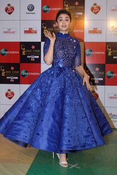 Photo: Alia Bhatt looking hot in Blue Dress as she attend Zee Cine Awards - HD Photos Indian Wedding Gowns, Indian Gowns Dresses, Indian Fashion Dresses, Blue Dresses, Evening Dresses, Fashion Outfits, Fashion Women, Lehnga Dress, Gown Dress