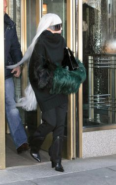 Stuning Celebrities: Lady Gaga Greeted Her Fans On The Way To See Her Doctor In New York City