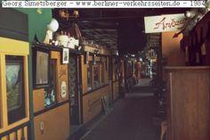 Troedelmarkt in alten U-Bahn Zuegen am Nollendorfplatz 70er Jahre