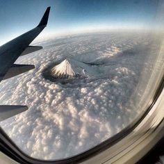 The way Mt. Fuji cuts through clouds