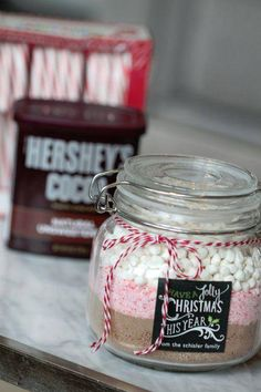 I love just about any type of White Chocolate & Peppermint Recipes or candy, I am not a huge Chocolate Fan, but White Chocolate is smooth and creamy without being too rich. Hot Chocolate Mix Recipe Gift, Hot Chocolate Gifts, Hot Cocoa Recipe, Cocoa Recipes, Homemade Hot Chocolate, Hot Chocolate Bars, Hot Chocolate Recipes, Homemade Food, Diy Food