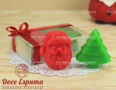 Lindo Kit em caixa de acetato decorado com Tema Natalino    Contendo um sabonete rosto de papai noel e um sabonete árvore. Sabonete Natal